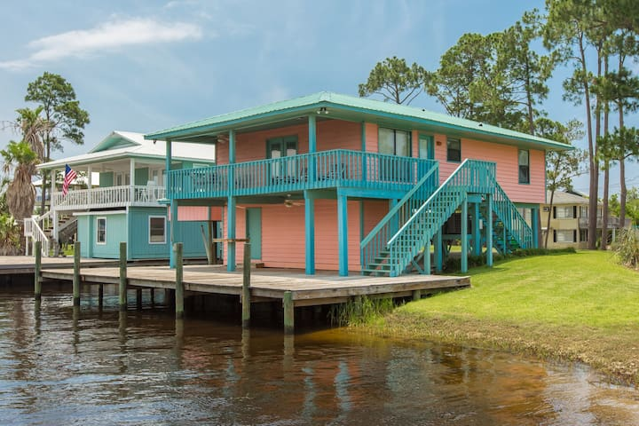 Charming canal front home w/Gulf views & private fishing dock