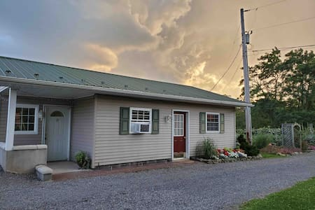 Mountain view farmette cottage pet friendly