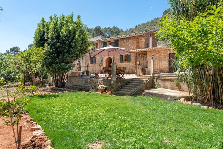 Cosy Finca with Wi-Fi, Garden and Terrace; Parking Available