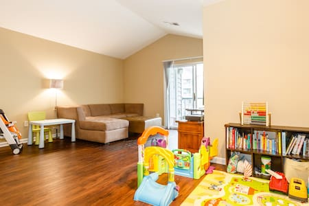 Family friendly 2/2 apartment - Fort Lee