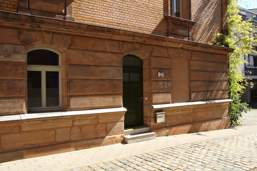 Separate entrance to the flat aside of the street.