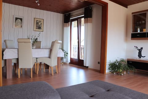Rustig appartement met balkon (kermis of vakantie)