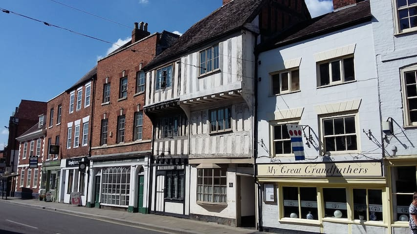 Ancient house, heart of Tewkesbury, near Abbey - Tewkesbury - Hus