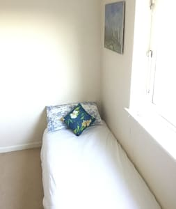 Single room with desk/computer & use of kitchen - Barrhead - Byt