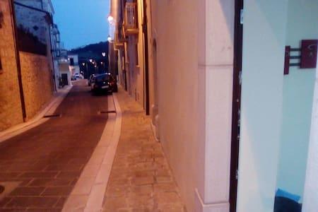 ACCOGLIENTE TRILOCALE - San Giuliano di Puglia, Molise, IT - Haus