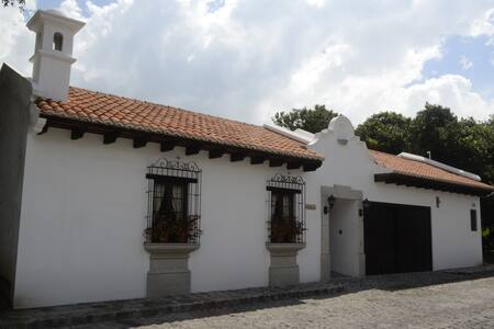 Antigua Guatemala: Beautiful house. - San Miguel Dueñas
