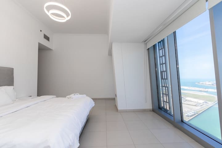 2 Bed luxury apt in the World famous twisted tower