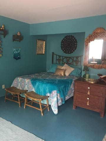 MONTHLY furnished Bohemian Studio near Fremont