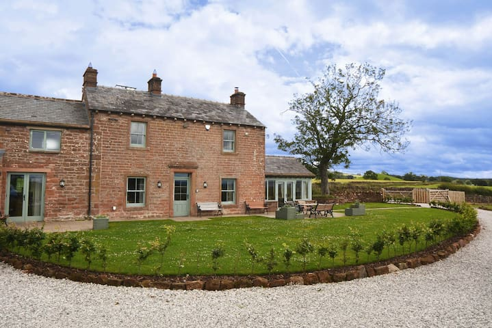 Luxury Lakeland Farmhouse with cosy fires. Pet friendly.