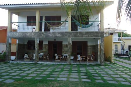 BELA CASA BEIRA-MAR COM 5 QUARTOS - Ponta de Pedras - House