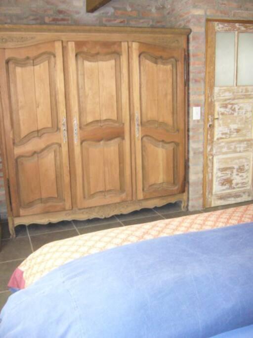 Ropero en dormitorio principal