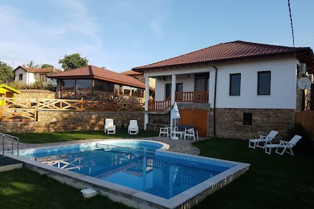 Къща за гости Алексия - Любеново