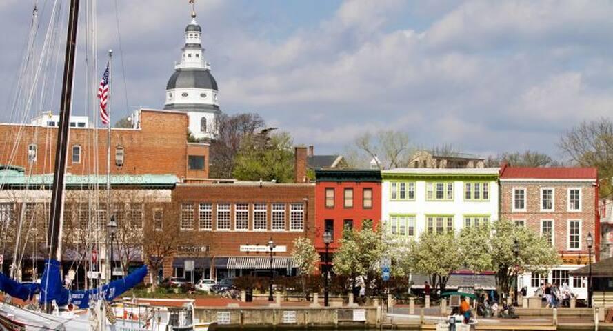 Annapolis home in quiet neighborhood
