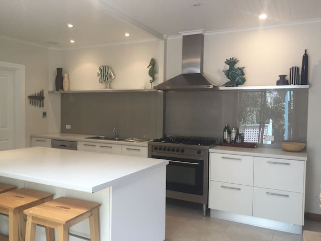 top 20 holiday lettings aldinga beach holiday rentals holiday apartments airbnb aldinga beach south australia australia vacation rentals in adelaide