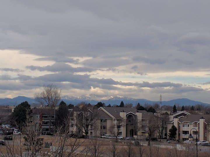 Mtn Views-2 bed/2 bath Condo-Aurora town center