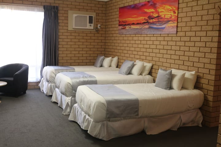 Carnarvon Motel Standard Room
