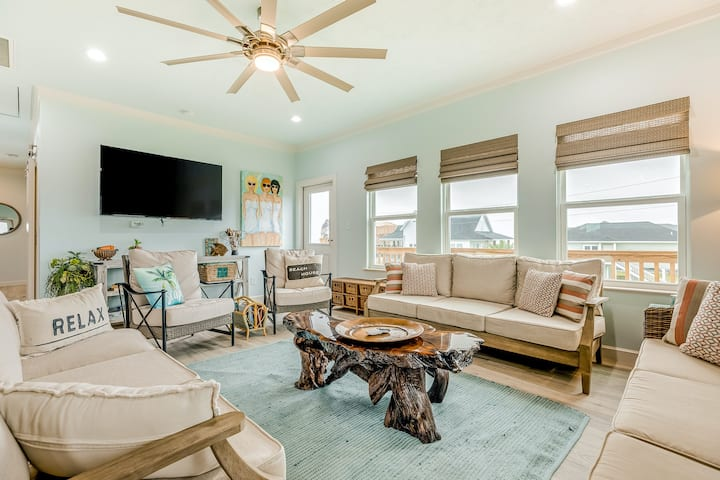 Oceanfront, Dog-Friendly Home w/Ocean View, WiFi, Central AC - Steps from Beach!