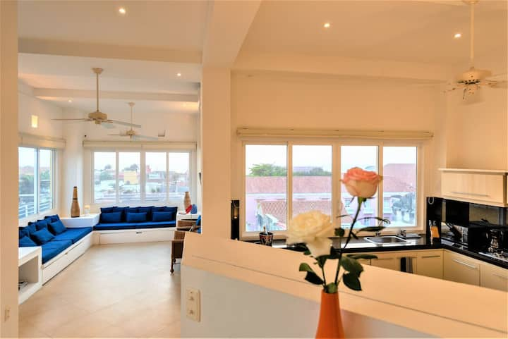 Ganem Lofts- Exclusive 1BR Apt w/ Incredible Old City Views 514A by Huespedia