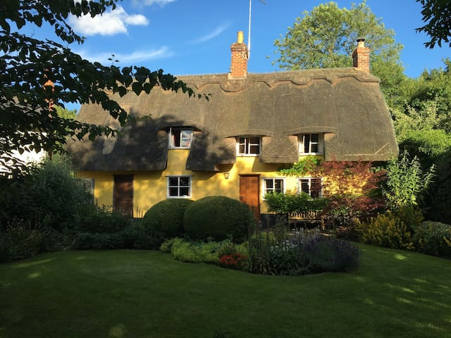 Charming Thatched Roof Cottage - Hartest - Ev