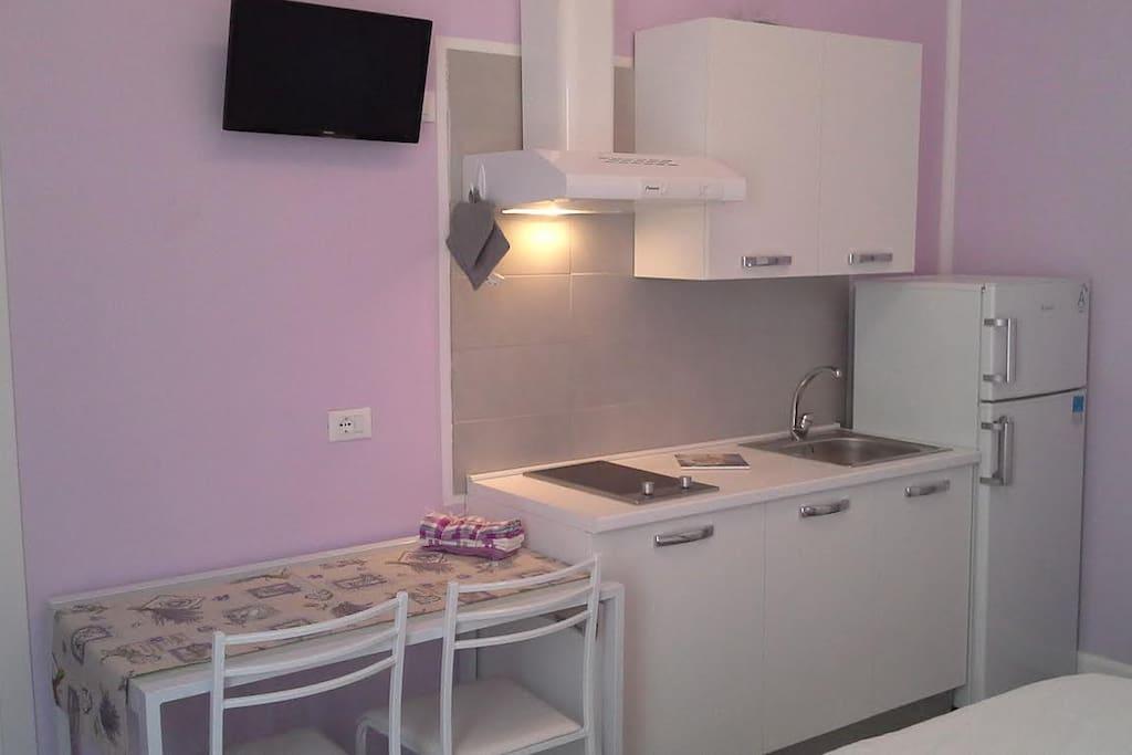 Stanza attrezzata con bagno e terrazzino privato for Arredo bagno albenga