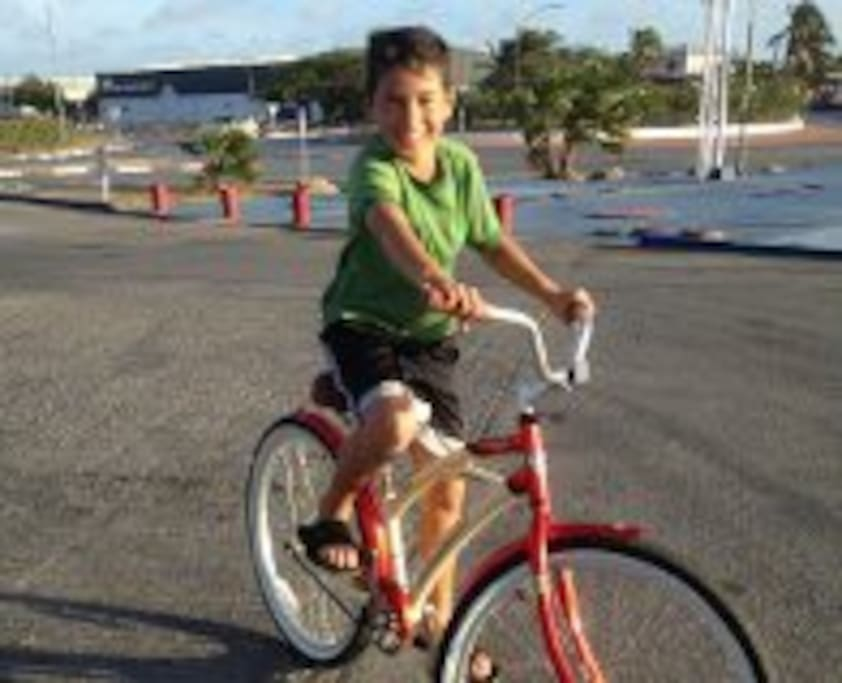 We have the bicycle rental service at a cost of $ 5 per day.