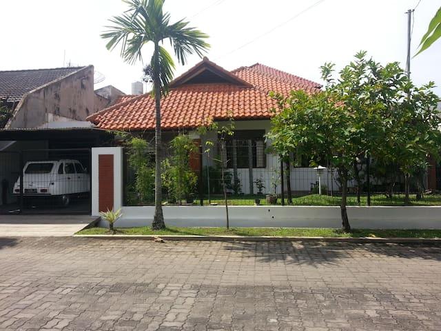Rumah Utama, Garden Villa - South Surabaya