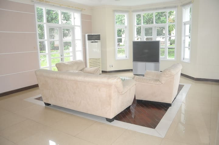 Roon in the Villa