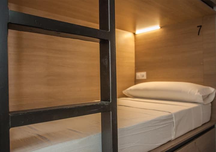 1 cama en habitación de 8 personas