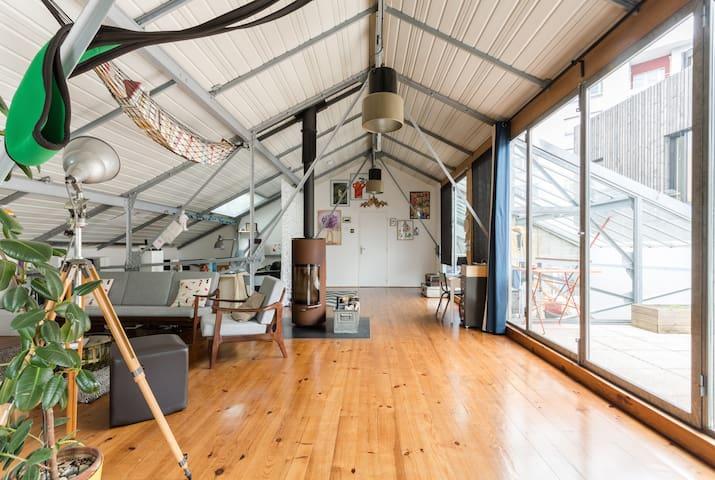grande chambre ind pendante dans un loft lofts for rent in grenoble rh ne alpes france. Black Bedroom Furniture Sets. Home Design Ideas