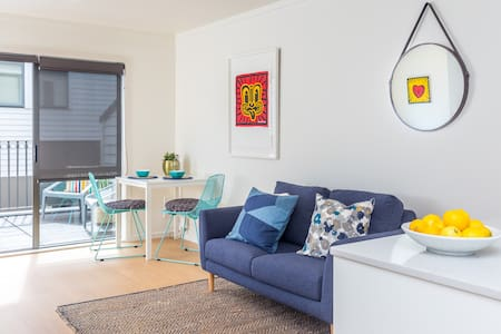 Hip and Stylish Townhouse, Centrally Located! - Auckland