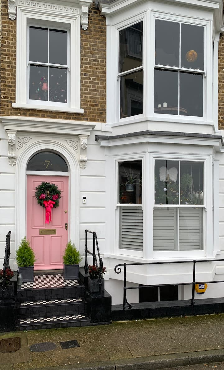 The Pink House Boutique Seafront B & B (Room1)