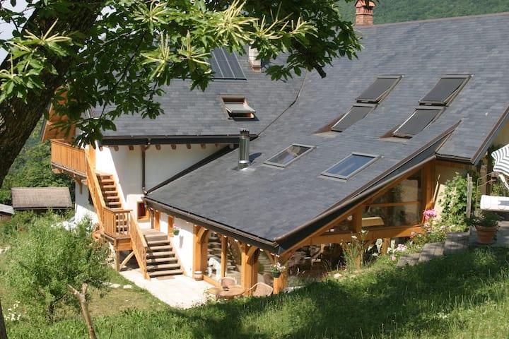 Proximité Annecy, gde maison rénovée ds nature
