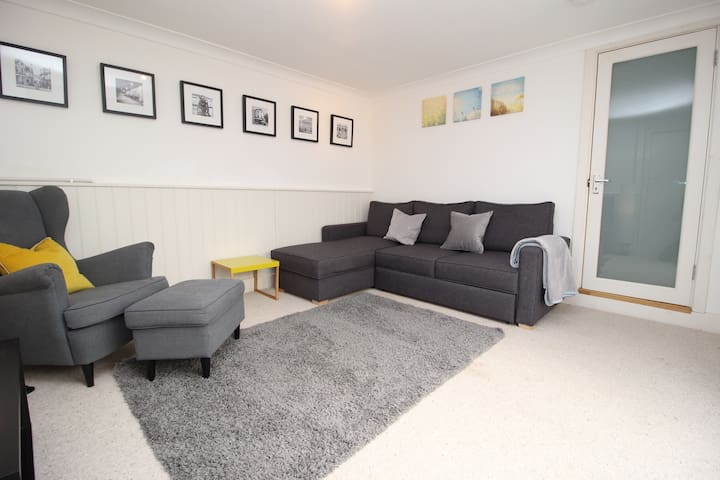 SPACIOUS AND COMFORTABLE APARTMENT IN CHELTENHAM