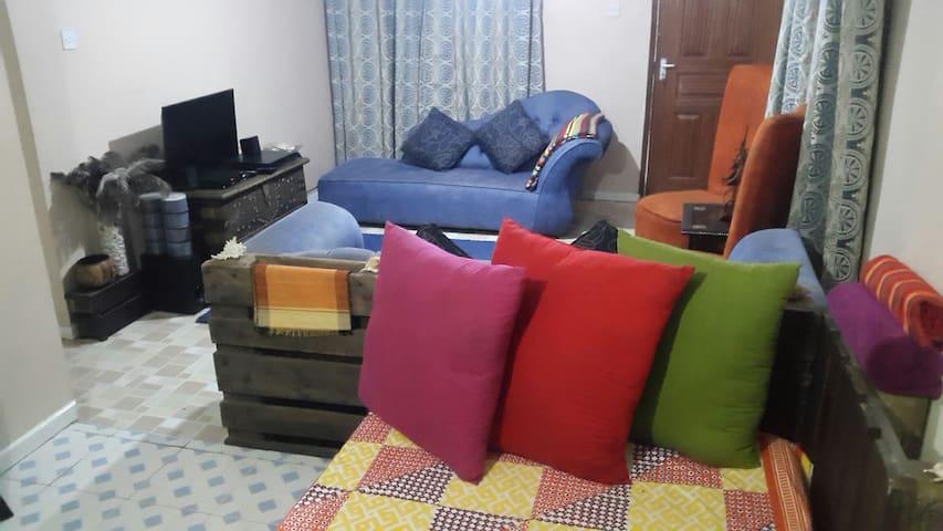 Cosy, comfy, colorful crib!