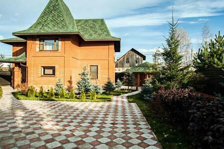 Красный дом, Лосиный остров - Medvezhyi Ozera - Haus