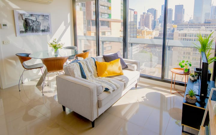 Light filled 2bdrm in the centre of the CBD