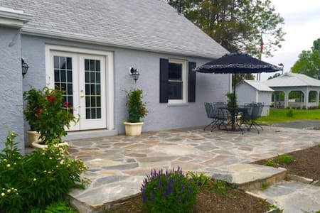 The Cottage at Fox Chase - Middleburg