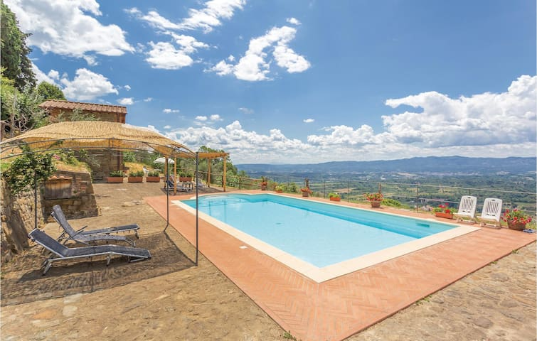 Holiday cottage with 5 bedrooms on 3804m² in Loro Ciuffenna AR