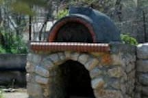 Stone built - Traditional oven at the garden area