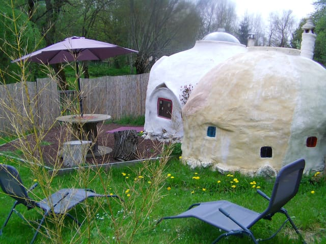 Kerterre petit habitat dôme en chanvre et chaux