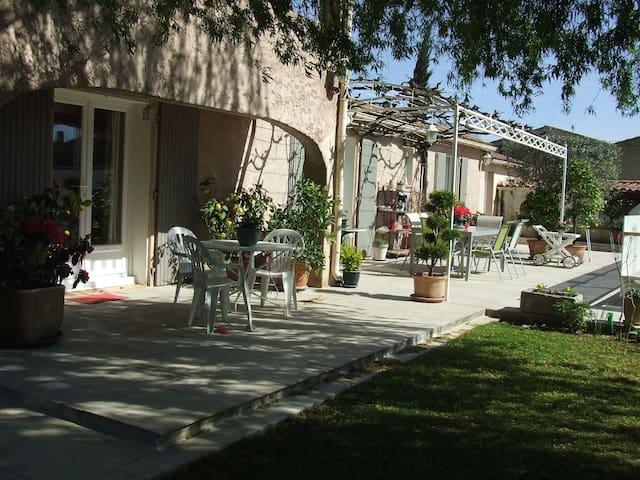 Maison en campagne, jardin piscine - Bédarrides - Casa