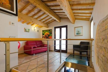 La casa di Leonardo Casalincontrada - House