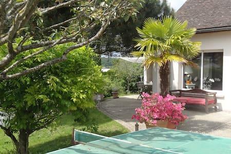 Maison spacieuse 5mns Fontainebleau, jardin arboré - Vulaines-sur-Seine - Ev
