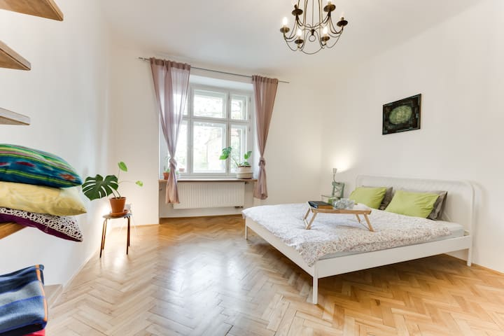 Comfortable and spacious flat 1 MIN TO TRAM, METRO