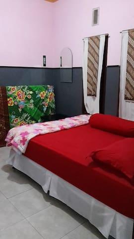 kamar pertama