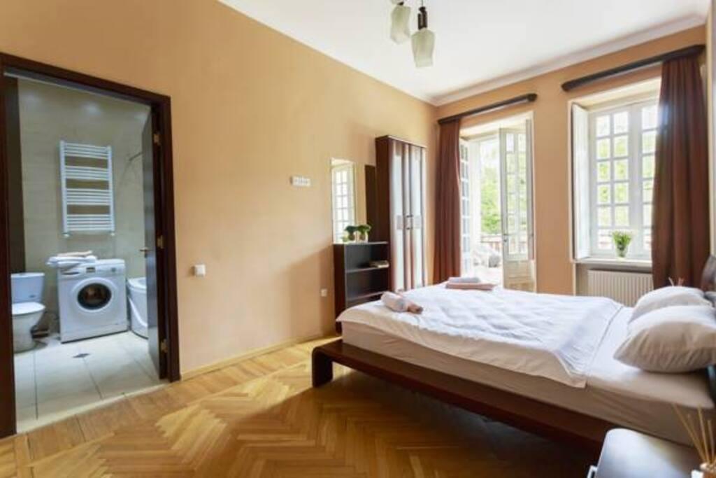 спальня, выход  на террасе