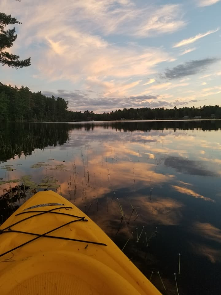 Affordable Charm: lake; kayaks; near Bretton Woods