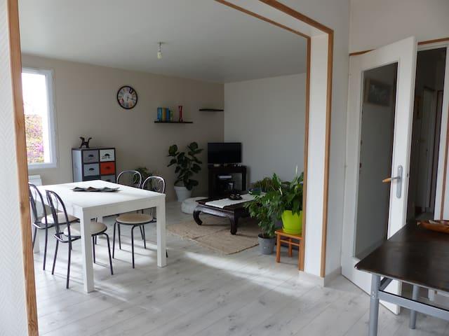 Chambre dans appartement spacieux et lumineux - Dompierre-sur-Mer - Apartamento