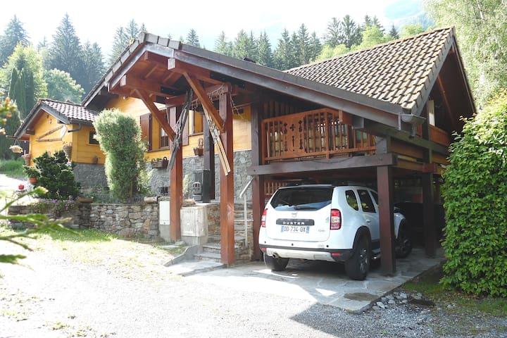 Très beau chalet: jacuzzi,  sauna, véranda...