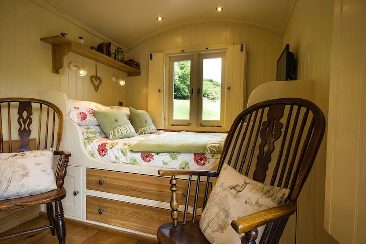 Haddy's Hut at Oaker Farm- stunning shepherd's hut
